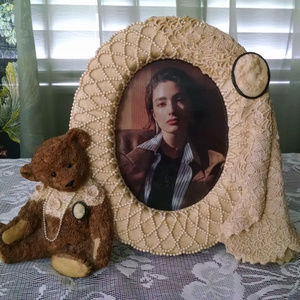 Victorian Teddy bear & Cameo Pearl Round Frame